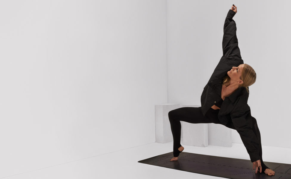 frida-starvid-rocket-vinyasa-yoga-goddess-pose