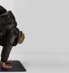 frida-starvid-rocket-vinyasa-yoga-uttanasana