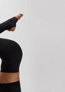 frida-starvid-rocket-vinyasa-yoga-headstand-sirsasana