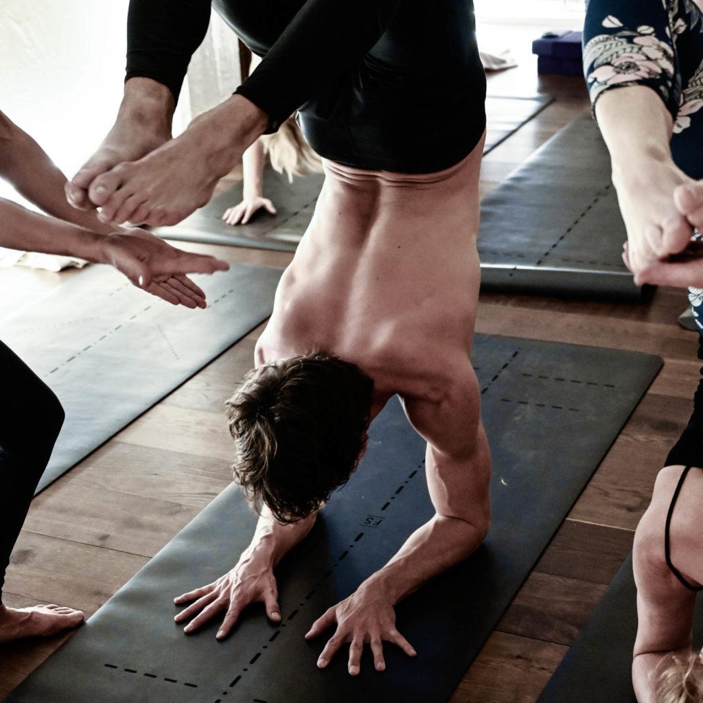 frida-starvid-rocket-vinyasa-yoga-retreat-scorpion-pose