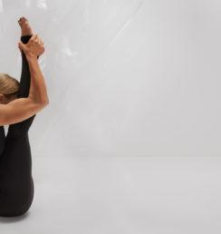 frida-starvid-yoga-urdhva-mukha-paschimottanasana